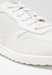 Tamaris - LACE-UP - Sneakers laag - white - 6