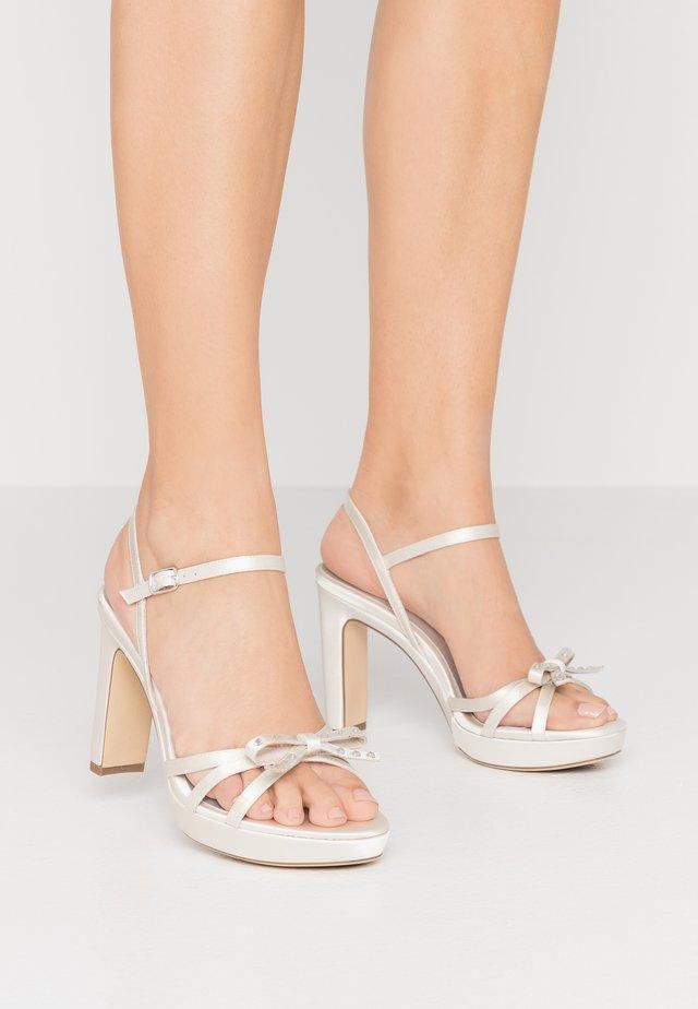 Sandaler med høye hæler - pearl