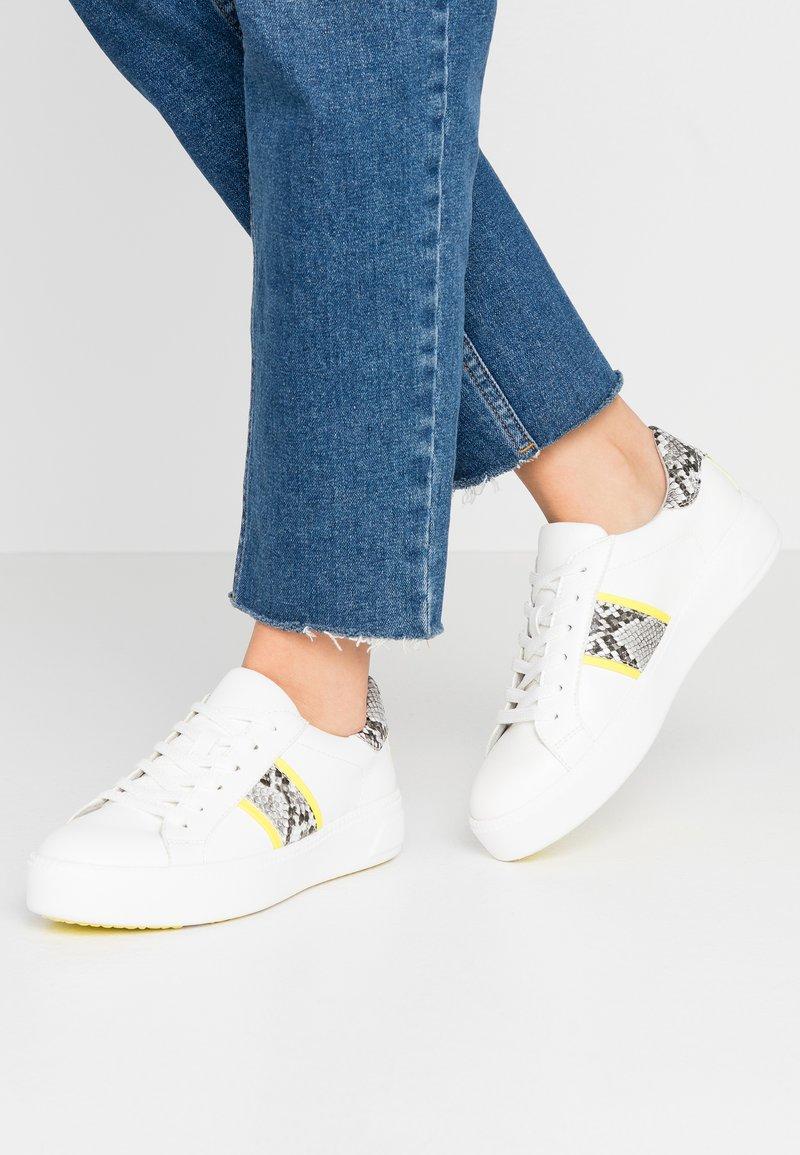 Tamaris - Sneakers laag - white/neon