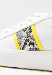 Tamaris - Sneakers laag - white/neon - 2
