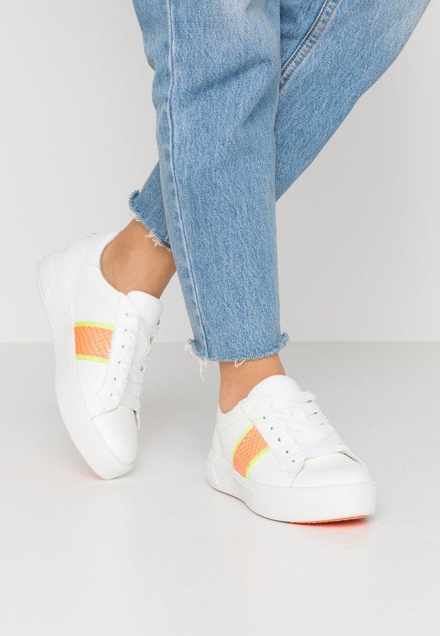 Sneakers laag - white/light neon