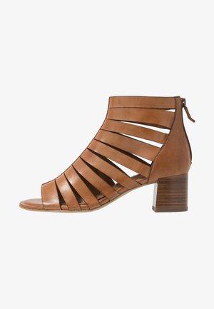 Ankle cuff sandals - cognac