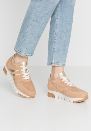 LACE-UP - Sneaker low - camel/light gold