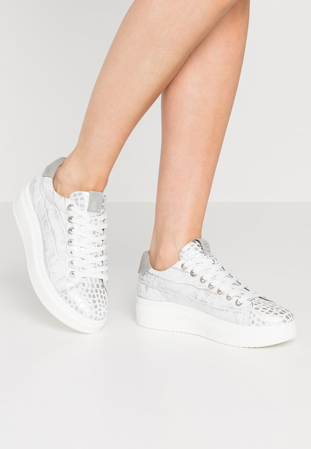 LACE-UP - Sneakers - silver
