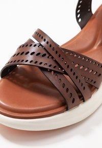 Tamaris - Sandály na platformě - brandy - 5