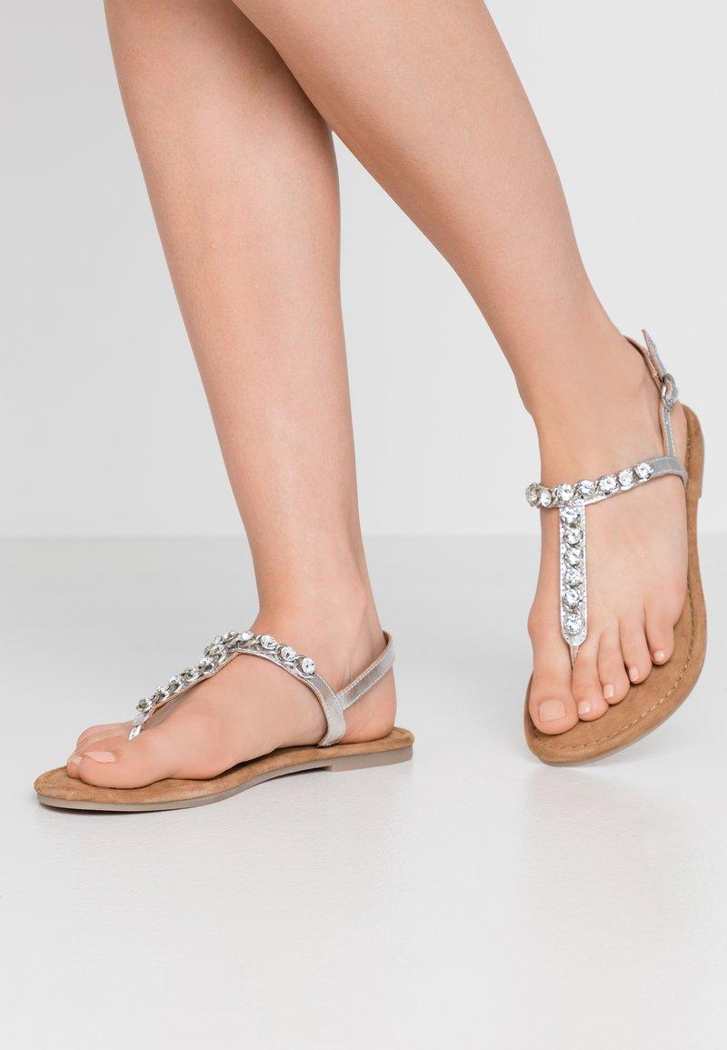 Tamaris - Sandály s odděleným palcem - silver