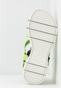 Tamaris - WOMS SANDALS - Wedge sandals - lime neon - 6