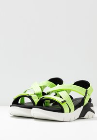 Tamaris - WOMS SANDALS - Wedge sandals - lime neon - 4