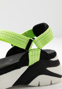 Tamaris - WOMS SANDALS - Wedge sandals - lime neon - 2