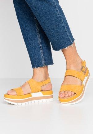 Sandalias con plataforma - sun