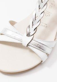 Tamaris - WOMS SANDALS - Sandalen met sleehak - white/metallic - 2