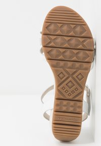 Tamaris - WOMS SANDALS - Sandalen met sleehak - white/metallic - 6