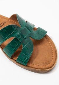 Tamaris - SLIDES - Pantofle - bottle struct. - 6