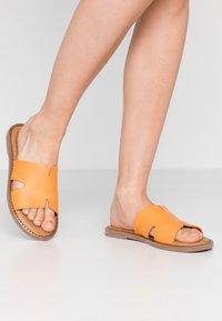 Tamaris - Pantofle - orange - 0