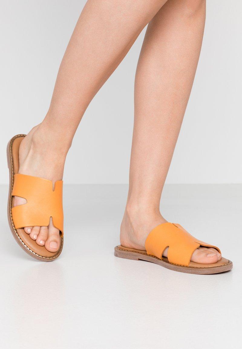 Tamaris - Pantofle - orange