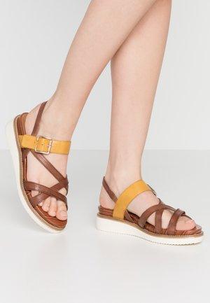 Sandalen met plateauzool - nut/saffron