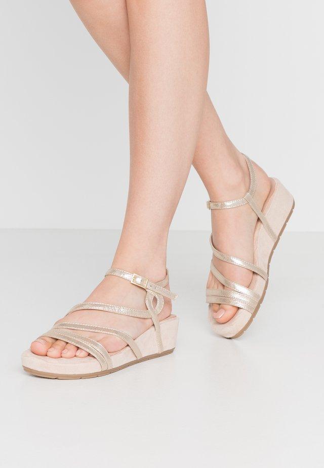 Sandalen met plateauzool - champagne metallic