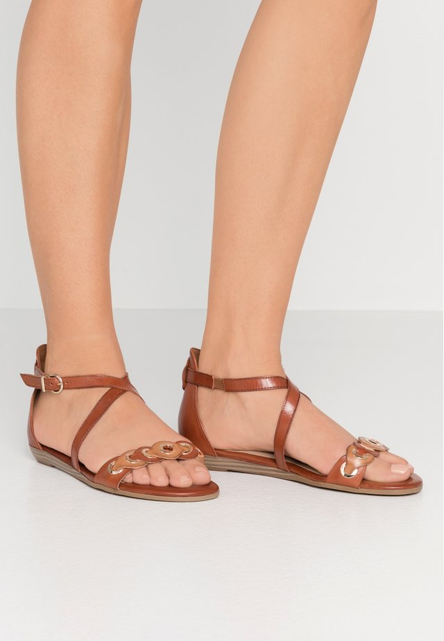 Sandals - brandy comb