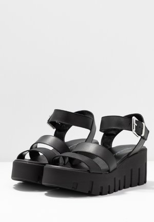 Platform sandals - black