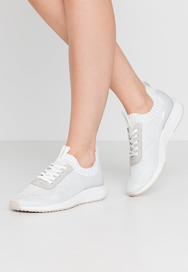 Trainers - silver grey