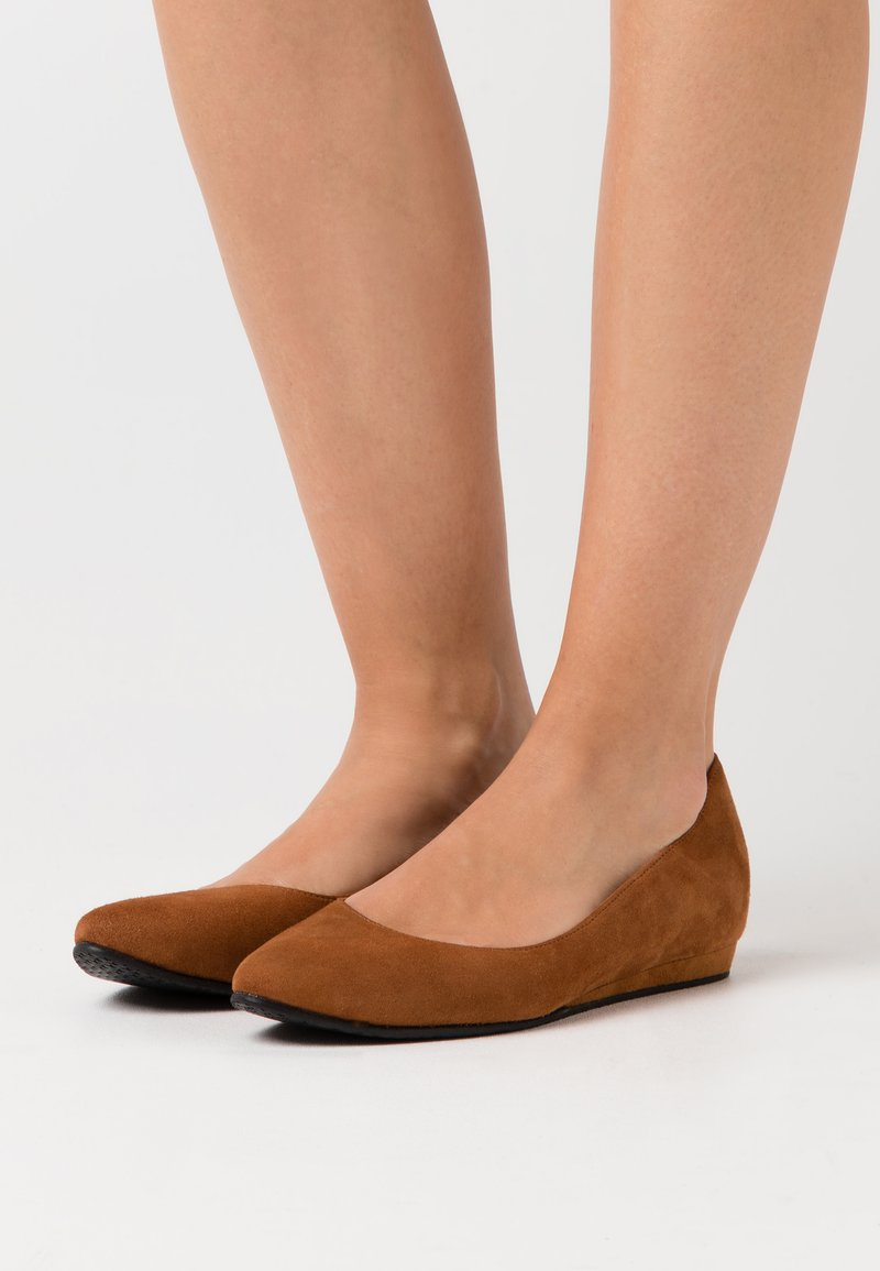 Tamaris - Ballet pumps - cognac