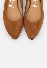 Tamaris - Ballet pumps - cognac - 5