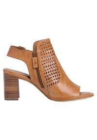 Tamaris - TAMARIS SANDALETTE - Ankle cuff sandals - cognac - 5