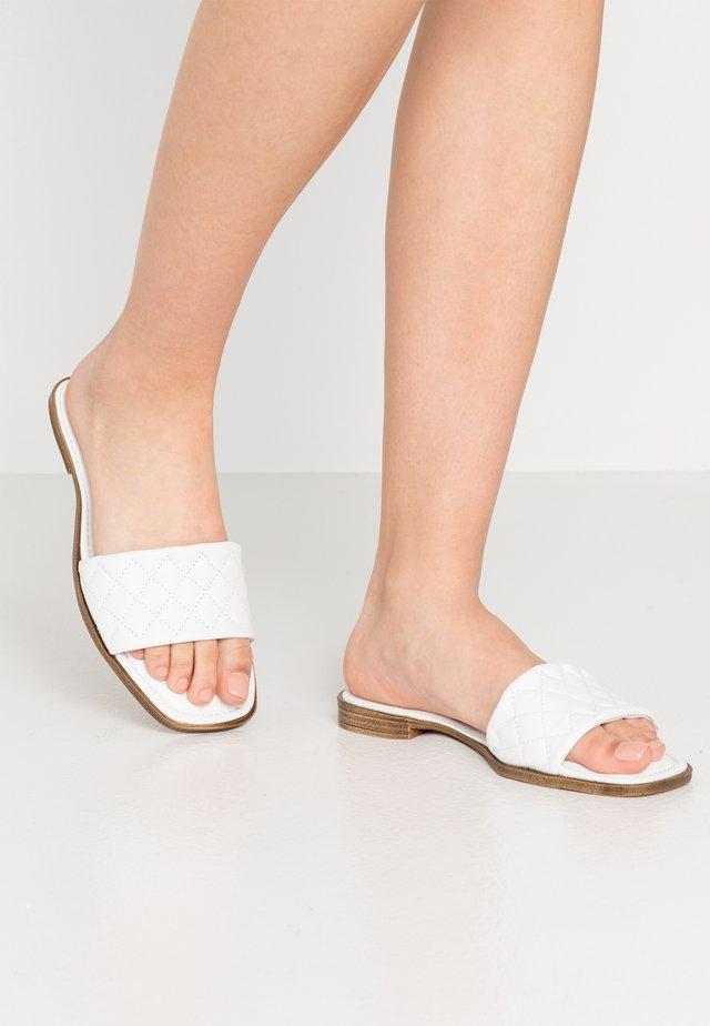 SLIDES - Pantolette flach - white
