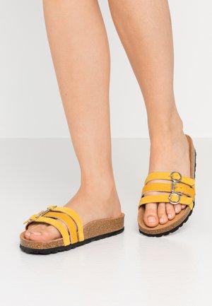 SLIDES - Domácí obuv - saffron