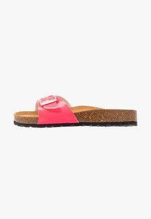 SLIDES - Domácí obuv - neon pink