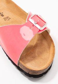 Tamaris - SLIDES - Domácí obuv - neon pink - 2