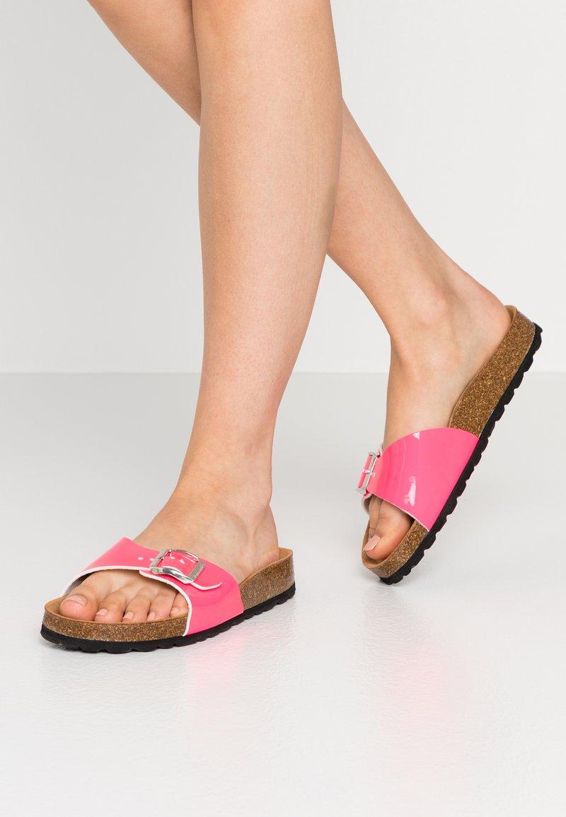 Tamaris - SLIDES - Domácí obuv - neon pink
