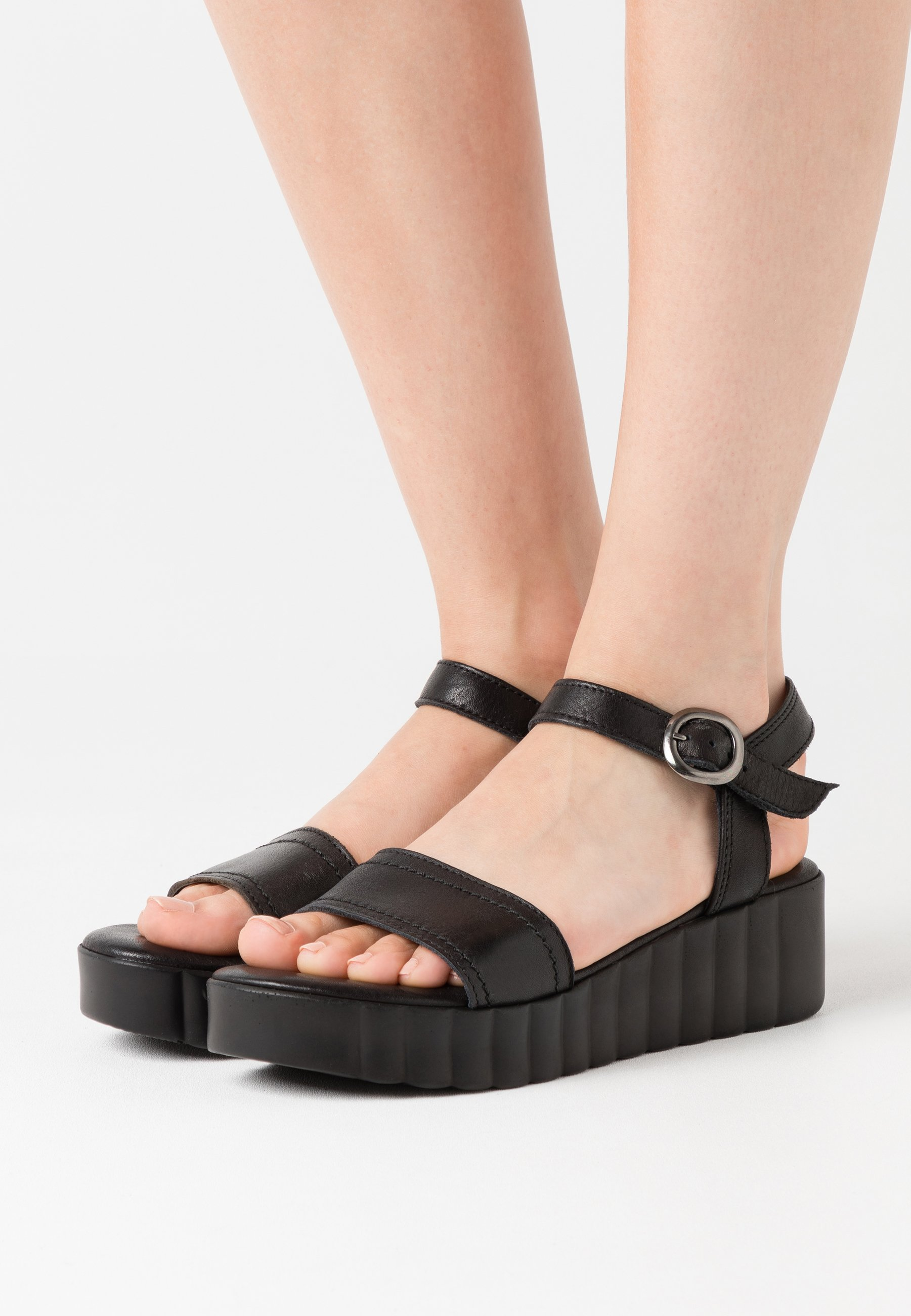 Sandalen met plateauzool black