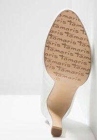 Tamaris - Lodičky na vysokém podpatku - white matt - 6