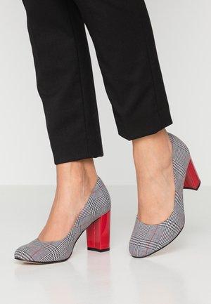 Classic heels - tartan