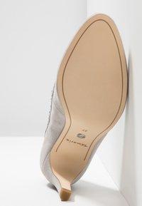 Tamaris - Klassiske pumps - light grey - 6
