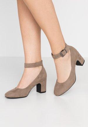Classic heels - pepper