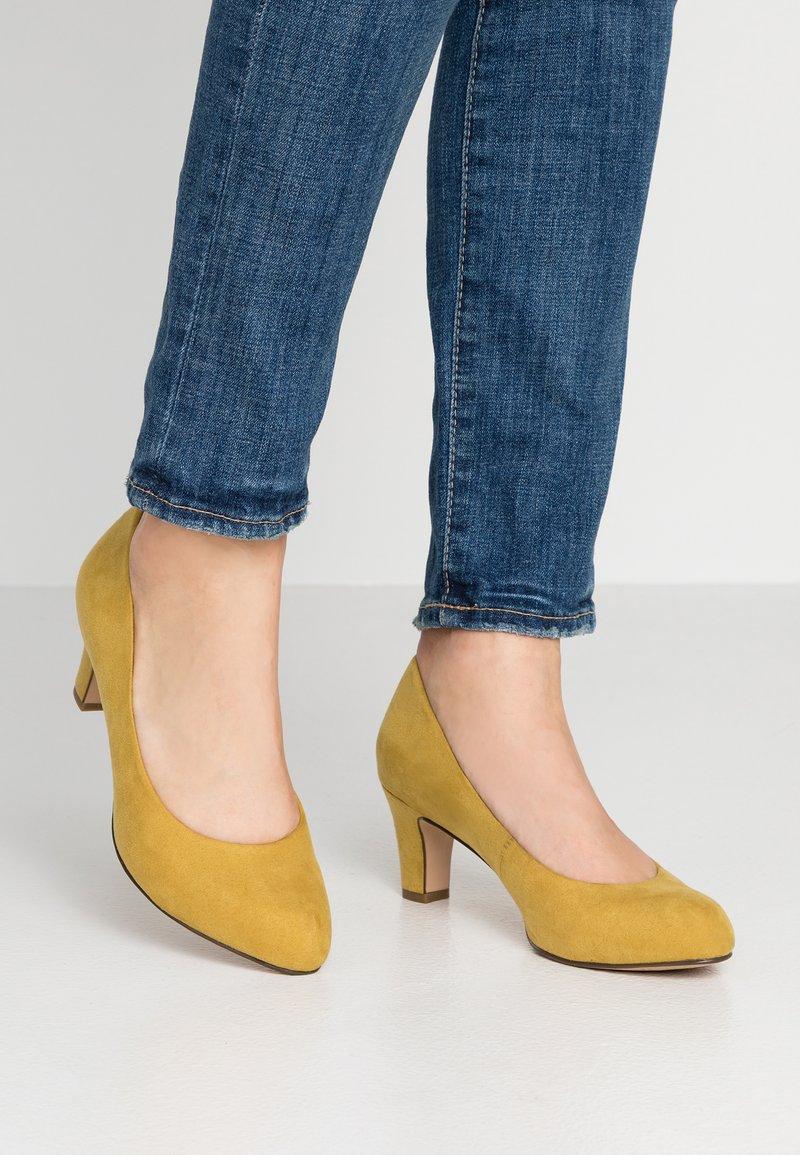 Tamaris - Classic heels - mustard