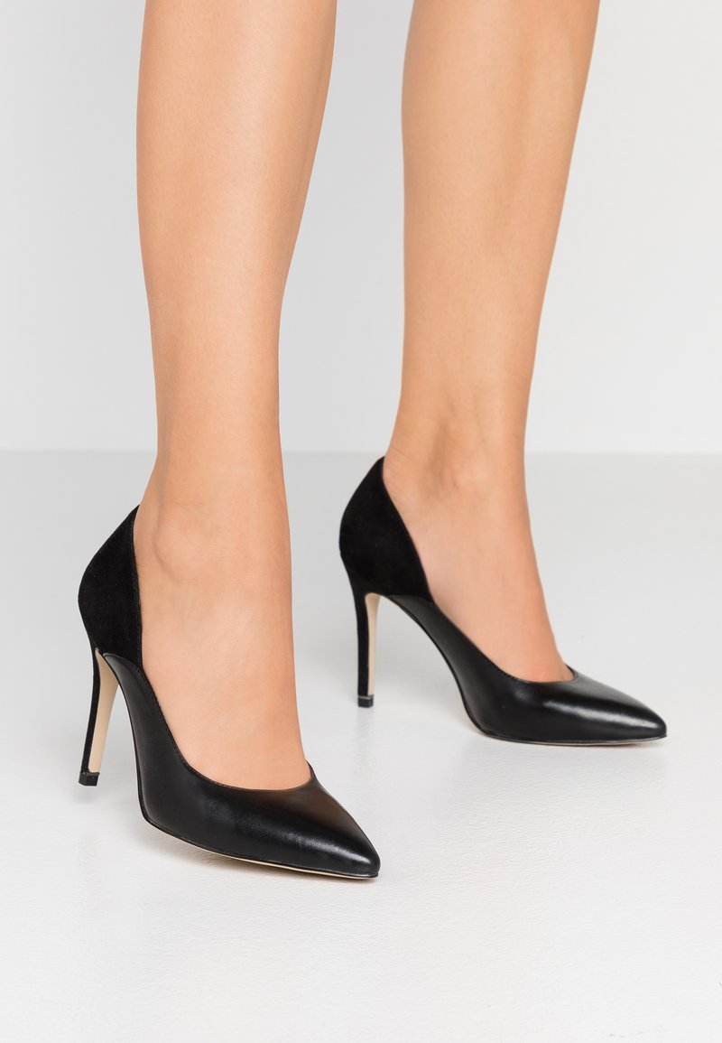 Tamaris - Højhælede pumps - black