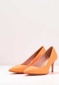 Tamaris - Tacones - orange neon - 4
