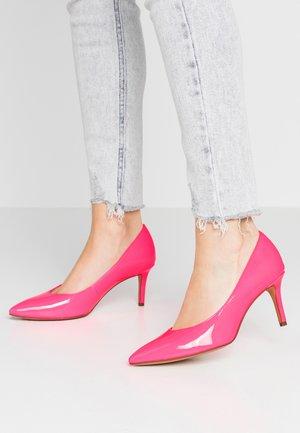Czółenka - pink neon