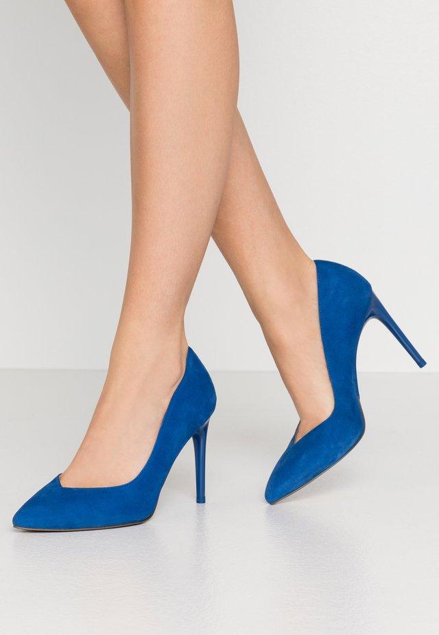 High heels - royal