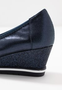 Tamaris - COURT SHOE - Sleehakken - navy - 2
