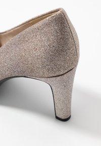 Tamaris - WOMS COURT SHOE - Zapatos altos - space glam - 2