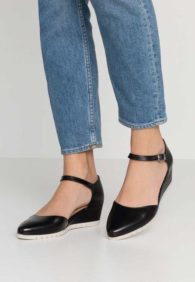 WOMS SLIP-ON - Escarpins compensés - black