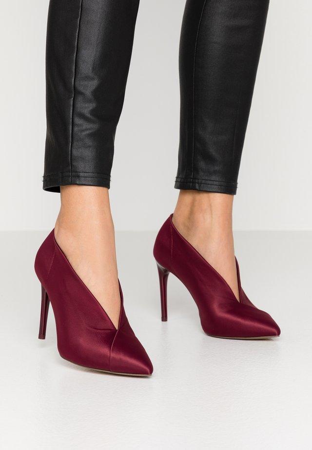 SLIP-ON - High heels - cranberry