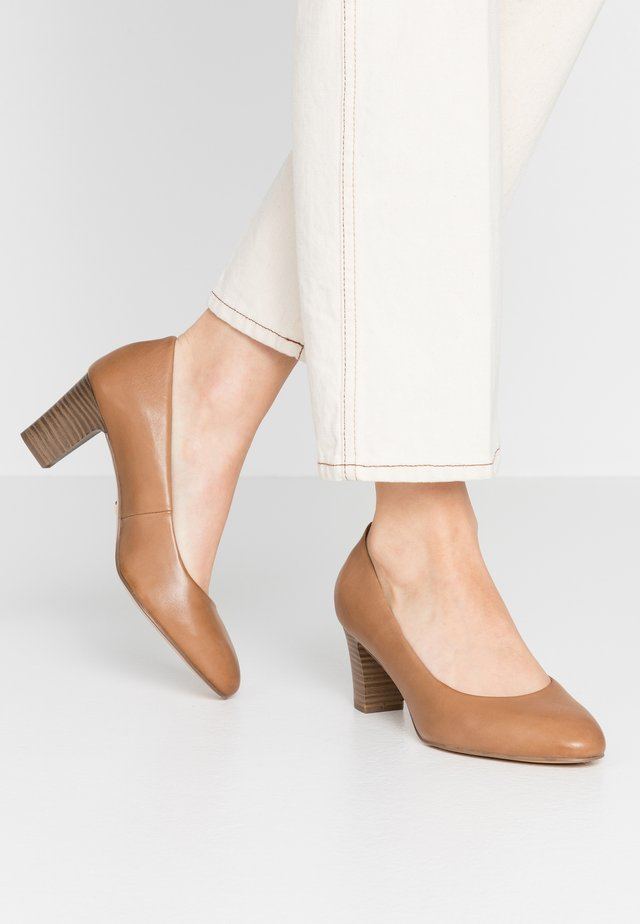Classic heels - peanut