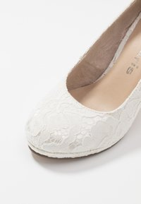Tamaris - COURT SHOE - Decolleté - champagner - 2