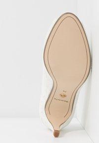 Tamaris - OPEN - Bridal shoes - champagne - 6