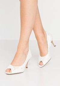 Tamaris - OPEN - Bridal shoes - champagne - 0